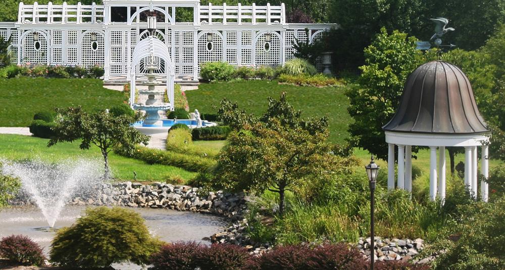 Birchwood Manor, manicured gardens