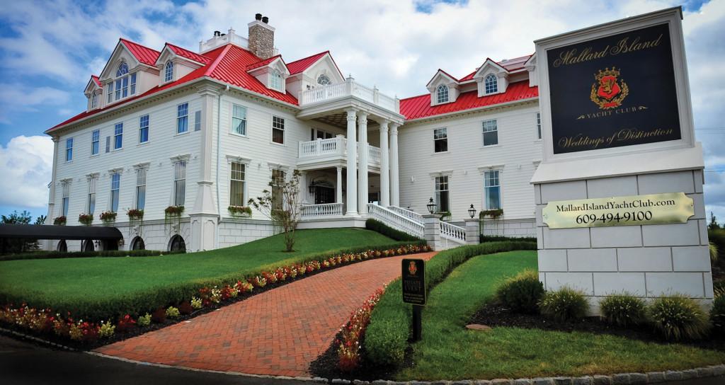 Mallard Island Yacht Club, Grand Entrance