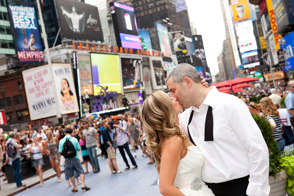 Milton Gil Photographers, Bride & Groom in Times Square
