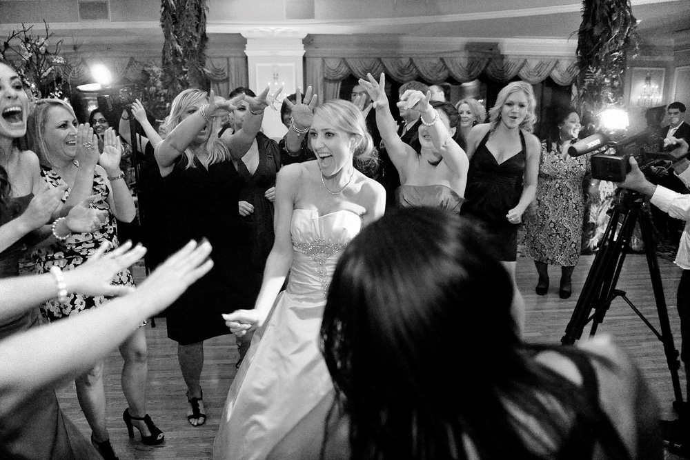 Soulsystem Orchestras, bride on the dancefloor