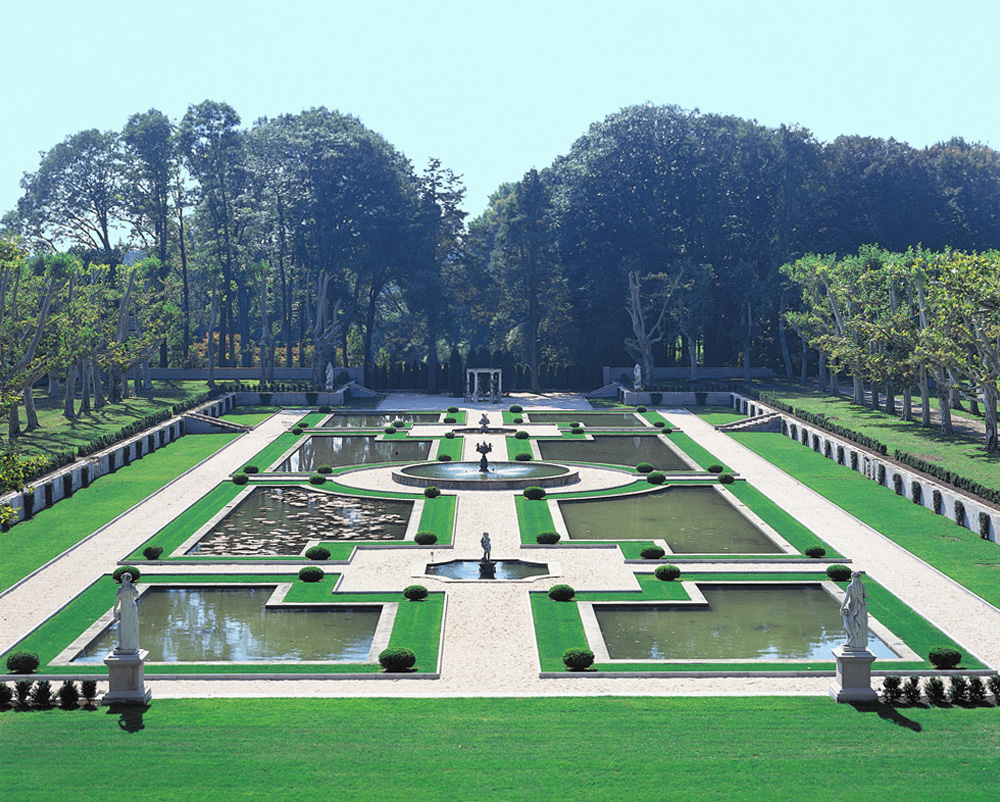Oheka castle with garden setting wedding venue in ny for Castle gardens pool