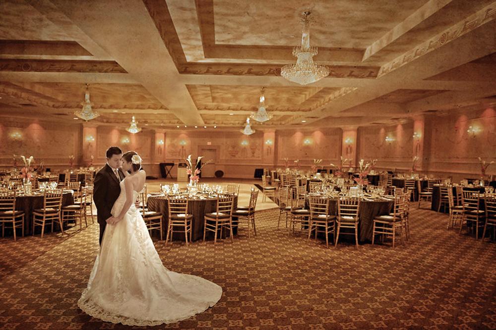 WilshireGrand-golden ballroom