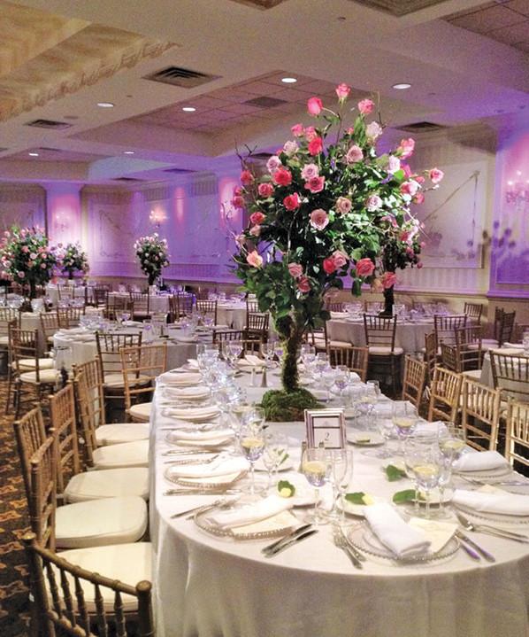 The Wilshire Grand Hotel, Elegant Decor