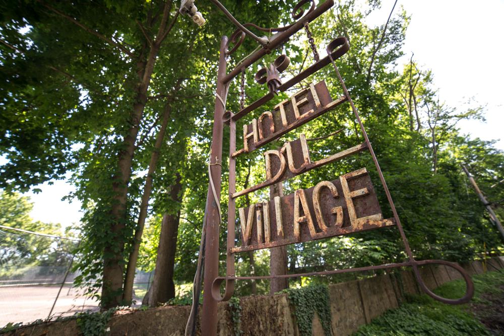 Hotel Du Village, entrance