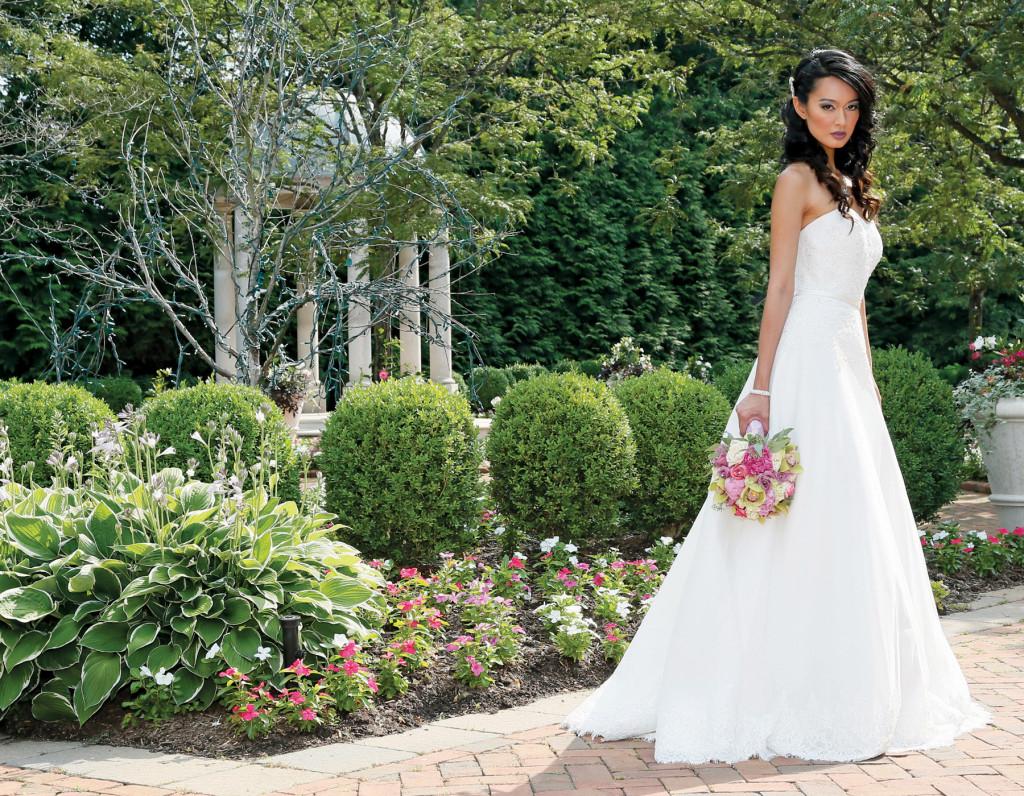 Robert Bullock Bride (Ainsley, $2835), Henry's Florist