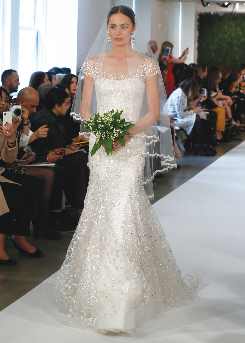 Oscar de la renta classic vintage fit to flare wedding gown for Wedding dress rental manhattan