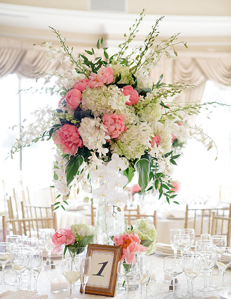 Ariston Flowers, centerpiece (Wayne & Angela Photographers)