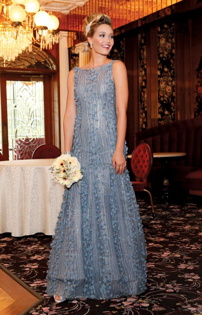 Gown:Lucia Rodriguez (LE7150, $6,500)