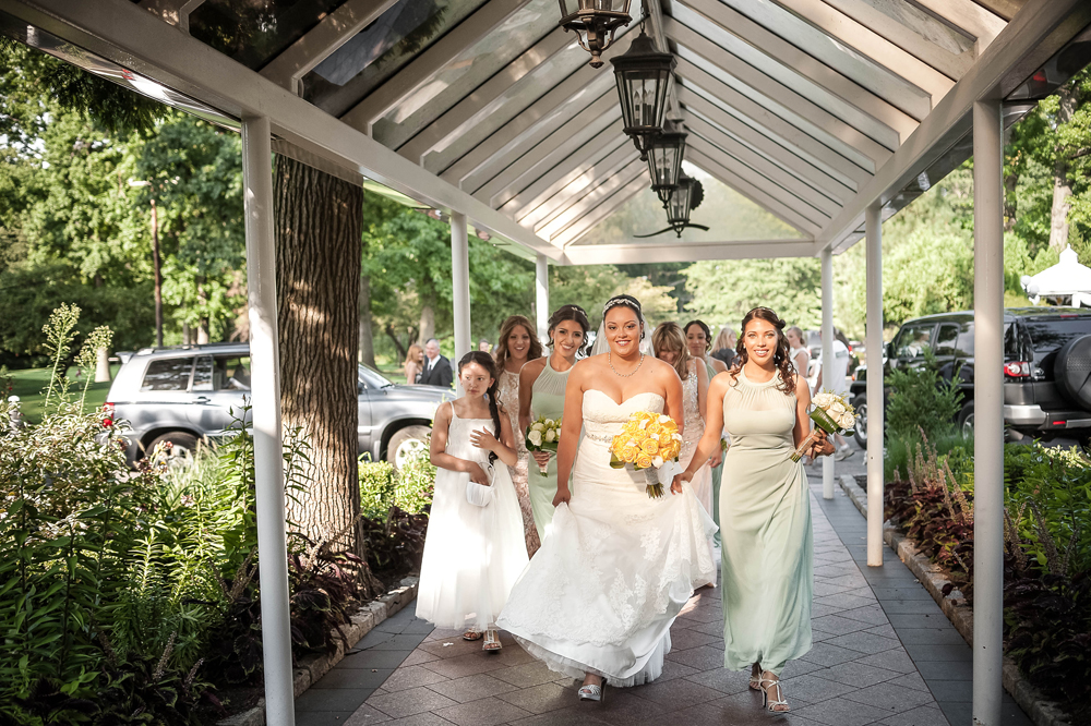 Grand Oaks Country Club, with her bridesmaids (Unforgettable Expressions Photography)