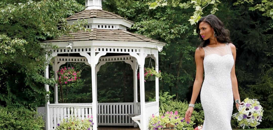 Gown: Belluccio (Melissa Fedele, $2,000) at Designer Loft. Bouquet: KC Events