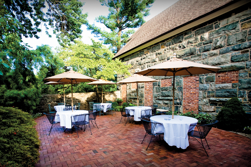 Smoke Rise Village Inn, outdoor patio