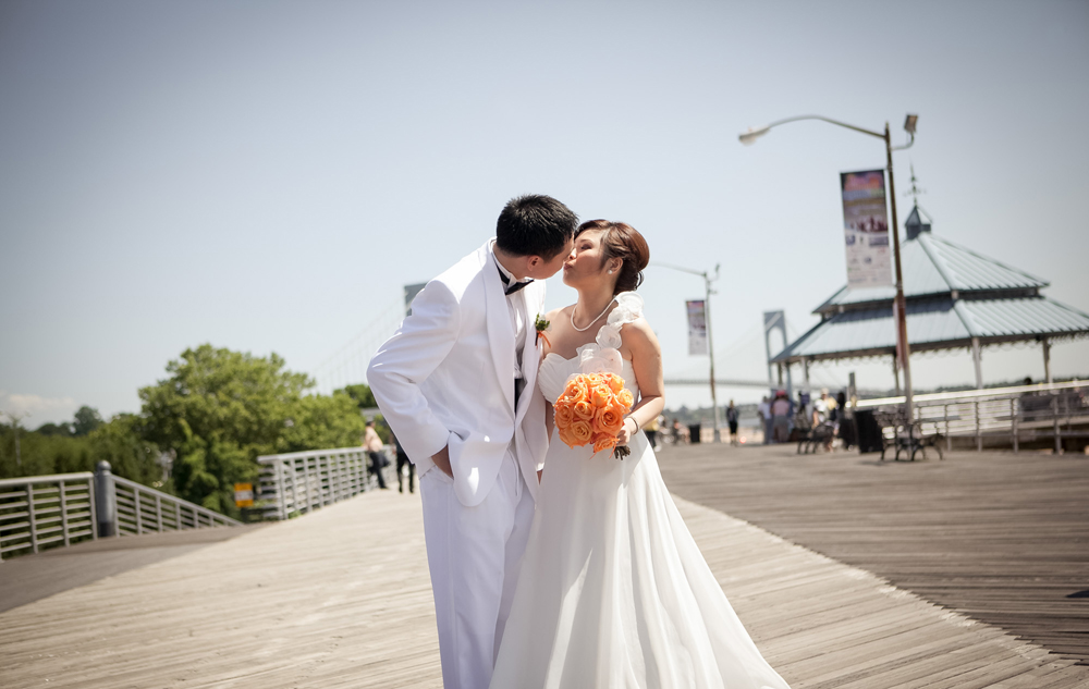 Vanderbilt, baordwalk kiss (Timecut Photography)