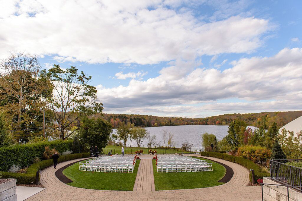 Lake House Inn, Ceremony Promenade