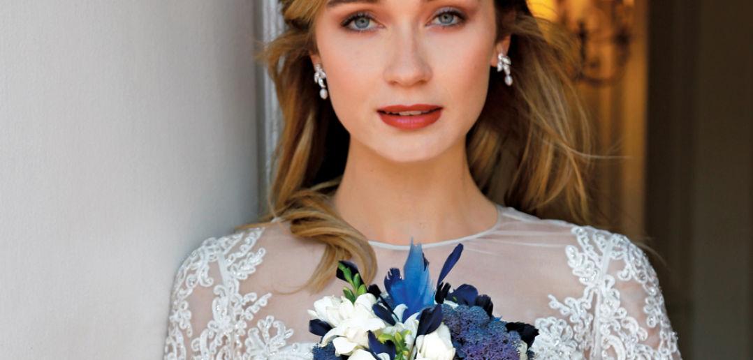 Bouquet: Sandra's & Donath's Florist. Gown: Lucia Rodriguez (LW4672, $7400)