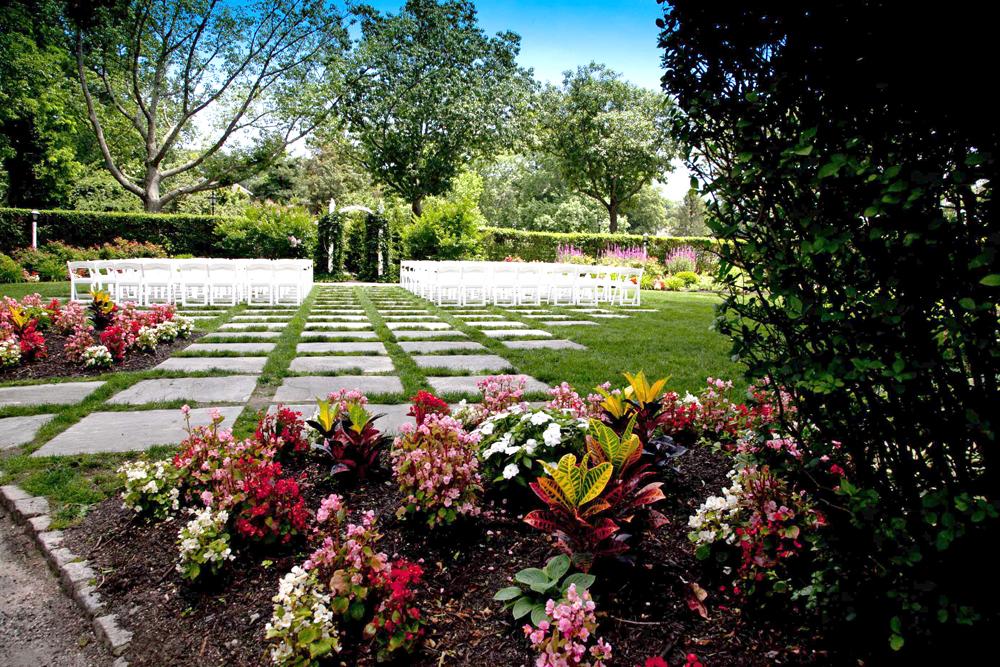 Three Village Inn, Luxurious Gardens