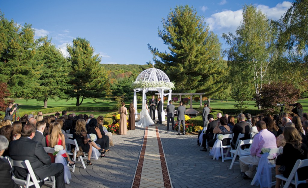 Falkirk Estate and Country Club, Outdoor Ceremony (Allan E. Levine Photography)