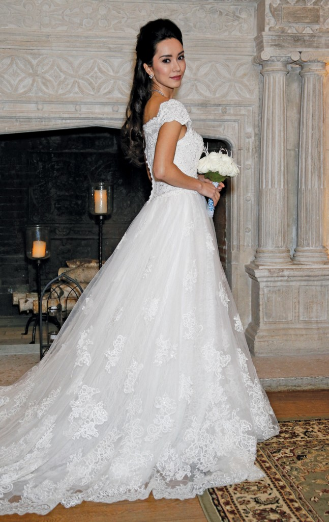 Gown: Oleg Cassini (CWG768, $1558), Sandra's & Donath's Florist