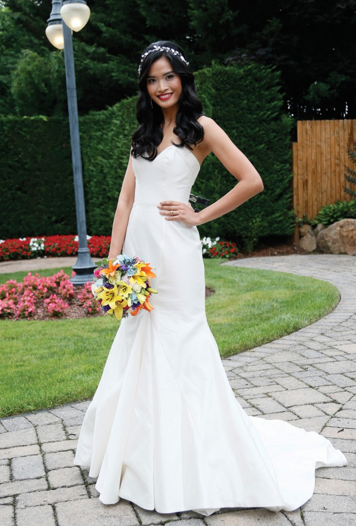 Gown: Antonio Gual at Tulle NY (Erin, $2,950), Henry's Florist
