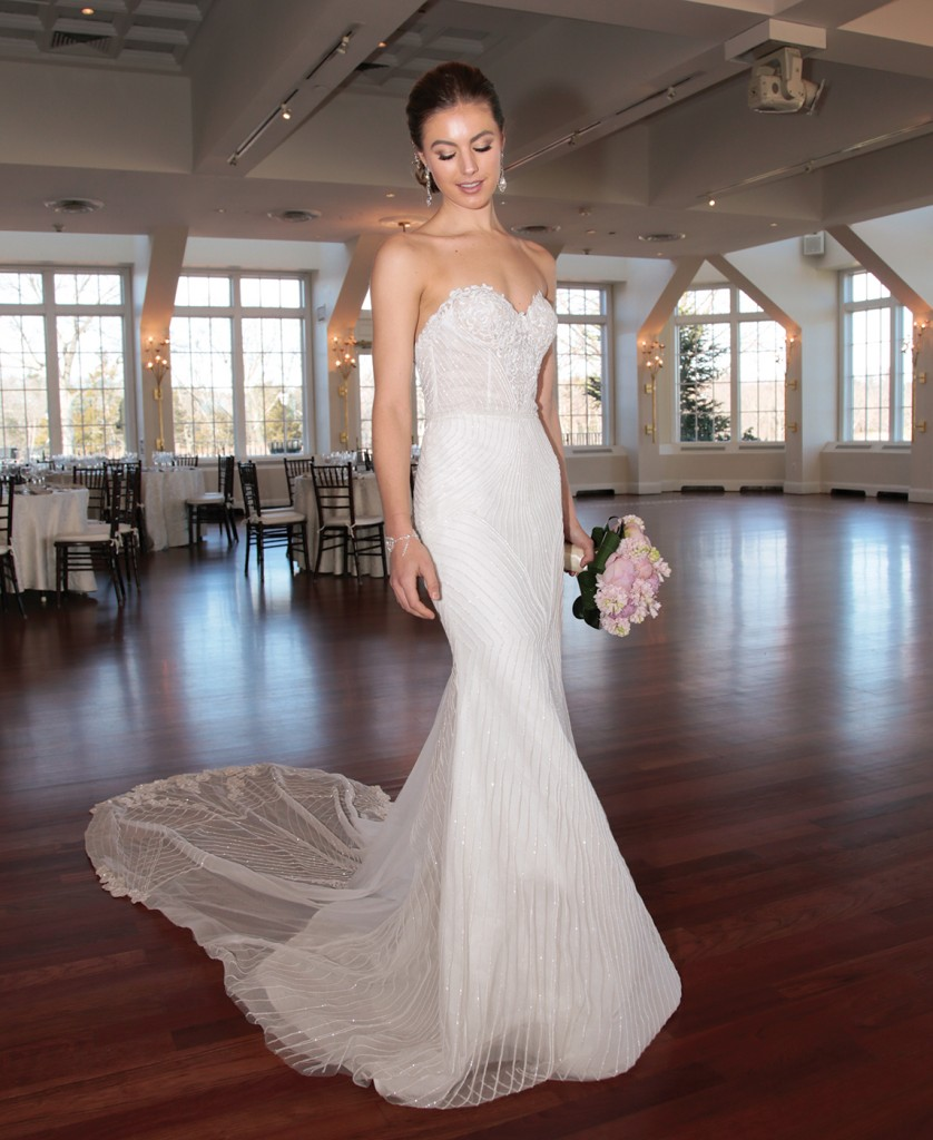 Gown: Jude Jowilson (Louise). Ariston Flowers