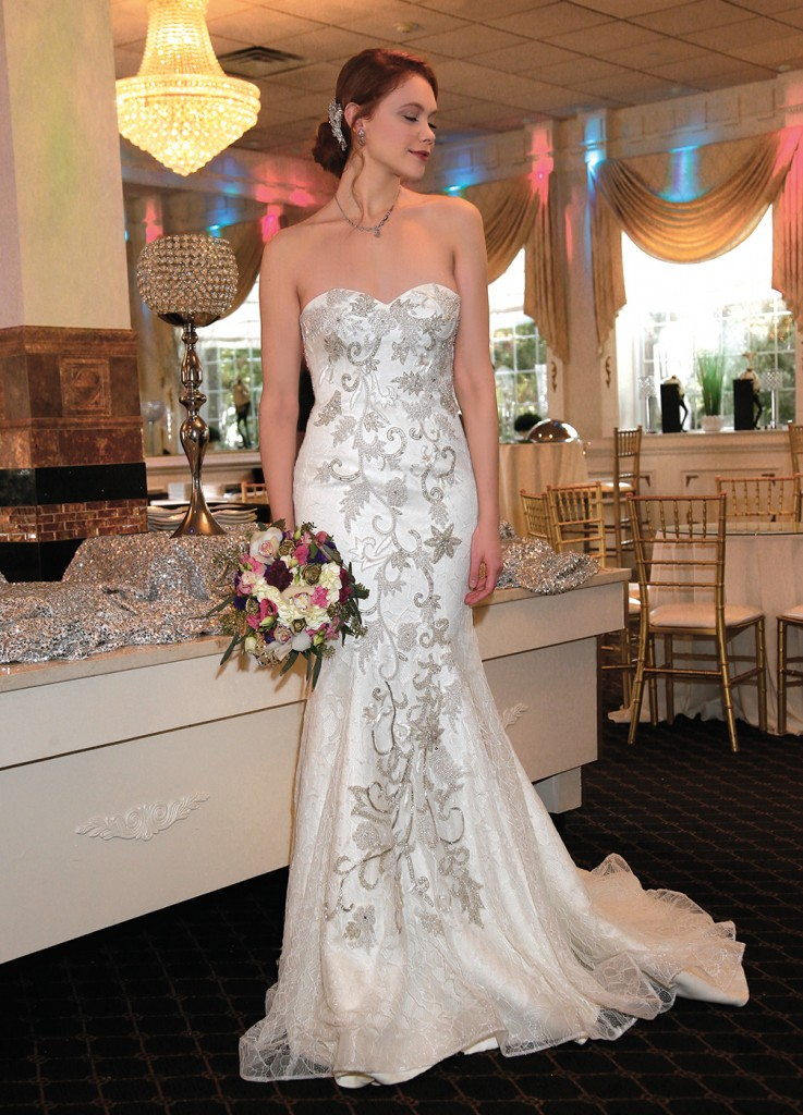 Gown: Dovita Bridal at Bossina Couture (Louisiana, $1800). Henry's Florist