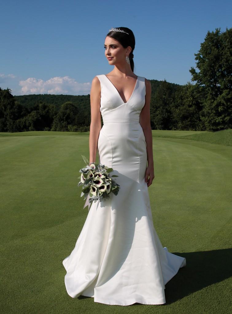 Gown: Jude Jowilson (Jayne). Bouquet: Douglas Koch Designs Ltd.