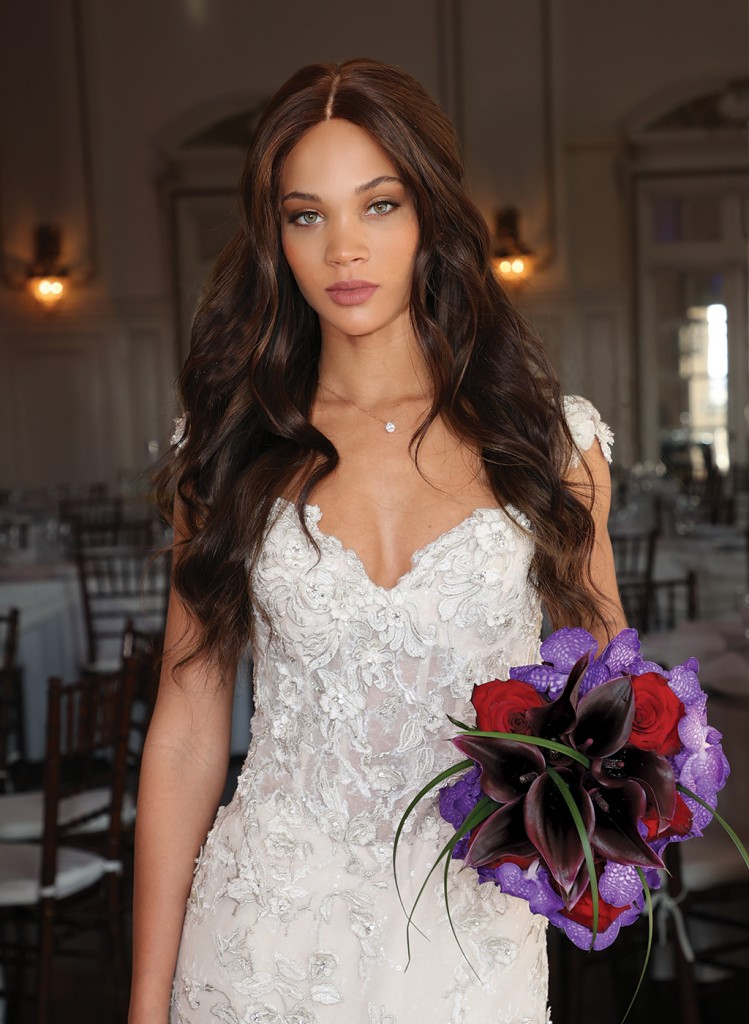 Gown: Eve of Milady (1616) Bouquet: Ariston Flowers