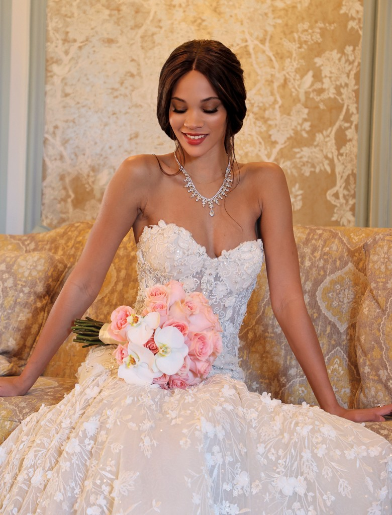 Gown: Eve of Milady (1644) Bouquet: Ariston Flowers