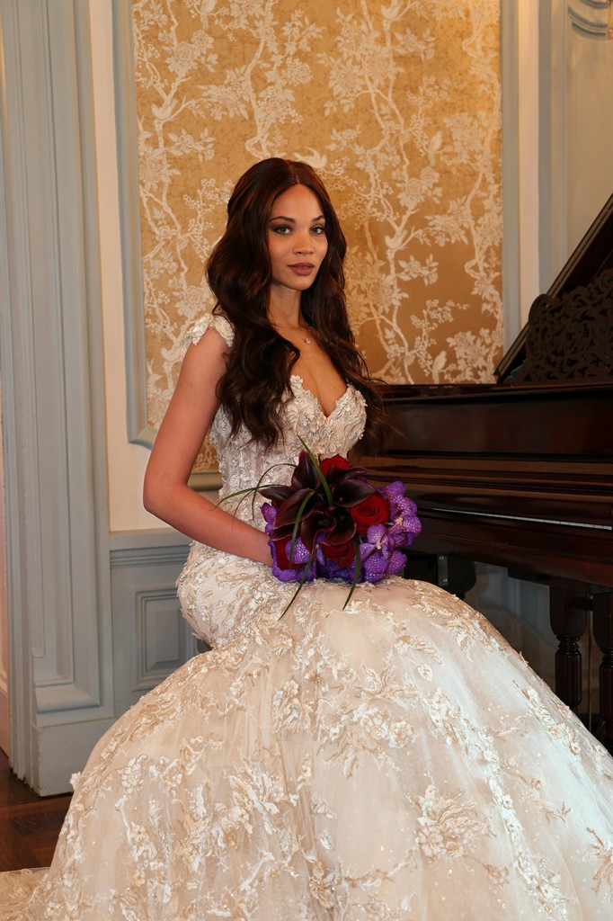 Gown: Eve of Milady (366) Bouquet: Ariston Flowers