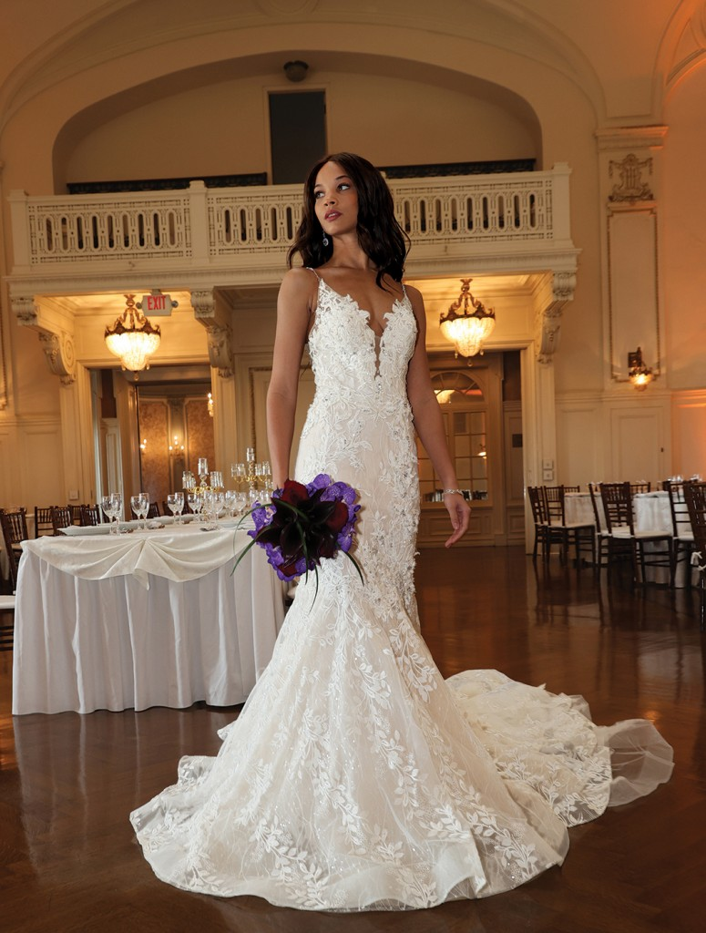 Gown: Eve of Milady (4375) Bouquet: Ariston Flowers