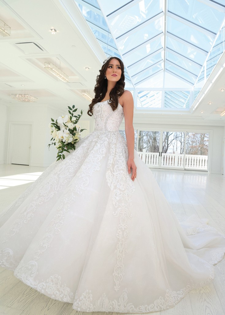 Gown: Bossina Signature (Aurora) Bouquet: Bespoke Floral & Event Design