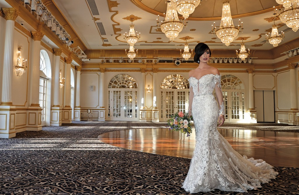 Gown: Eve of Milady (4369) Bouquet: Bespoke Floral & Event Design