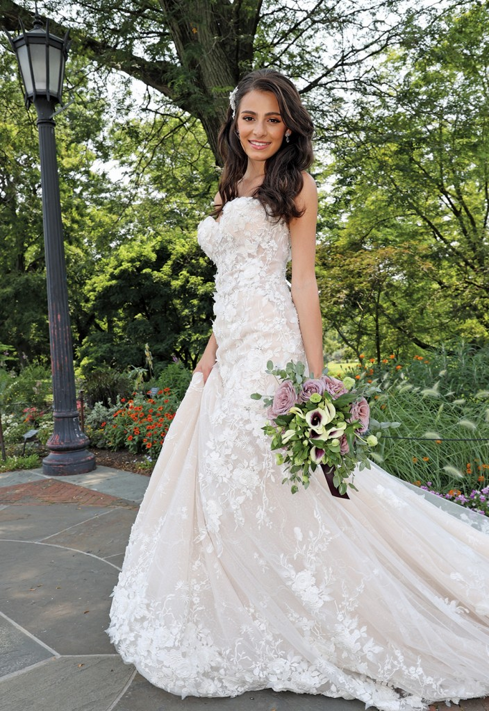 Gown: Amalia Carrara (371). Bouquet: Douglas Koch Designs Ltd.